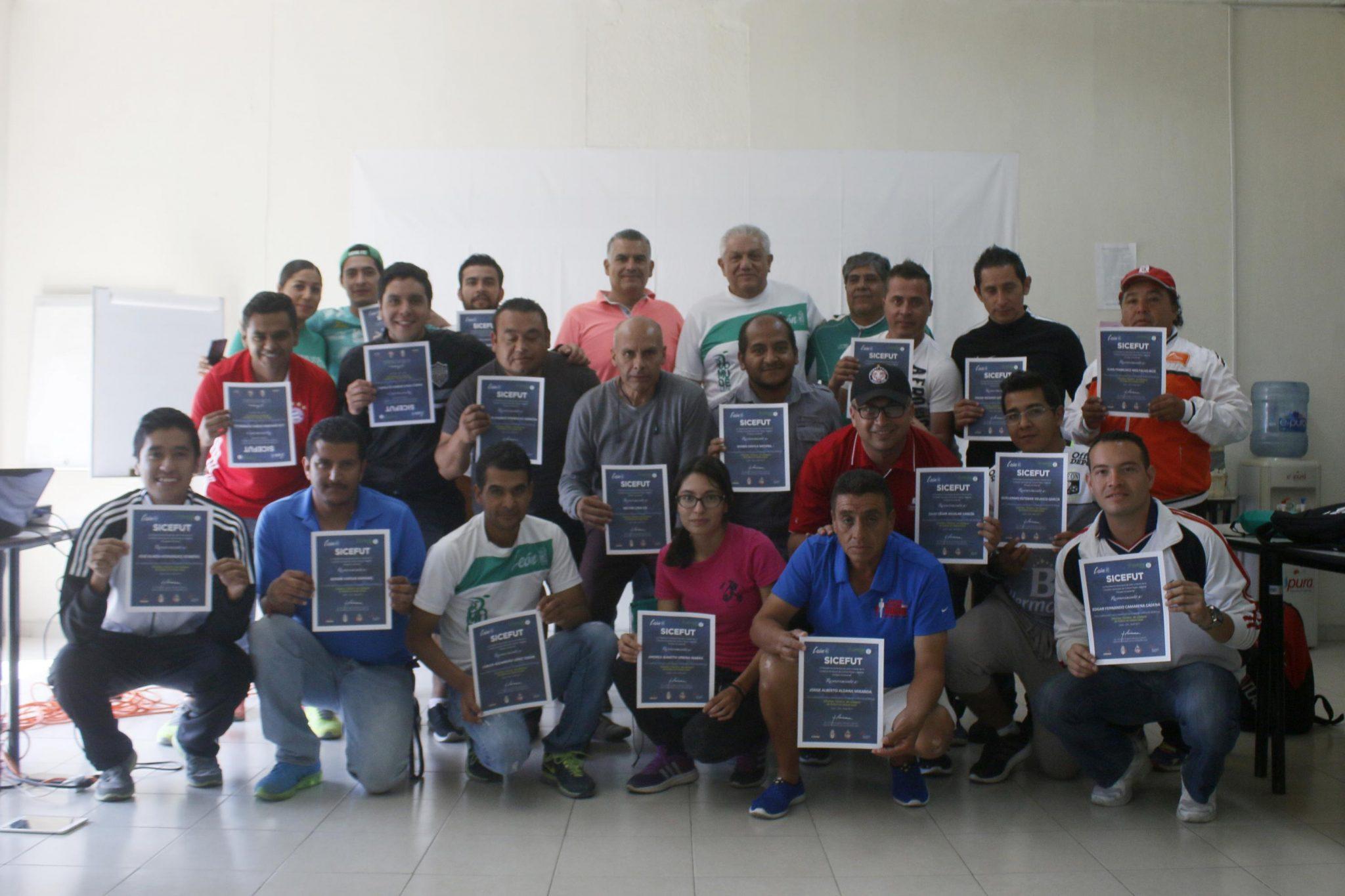 Culmina curso de Entrenador de Futbol en etapa base de SICEFUT en Comude León