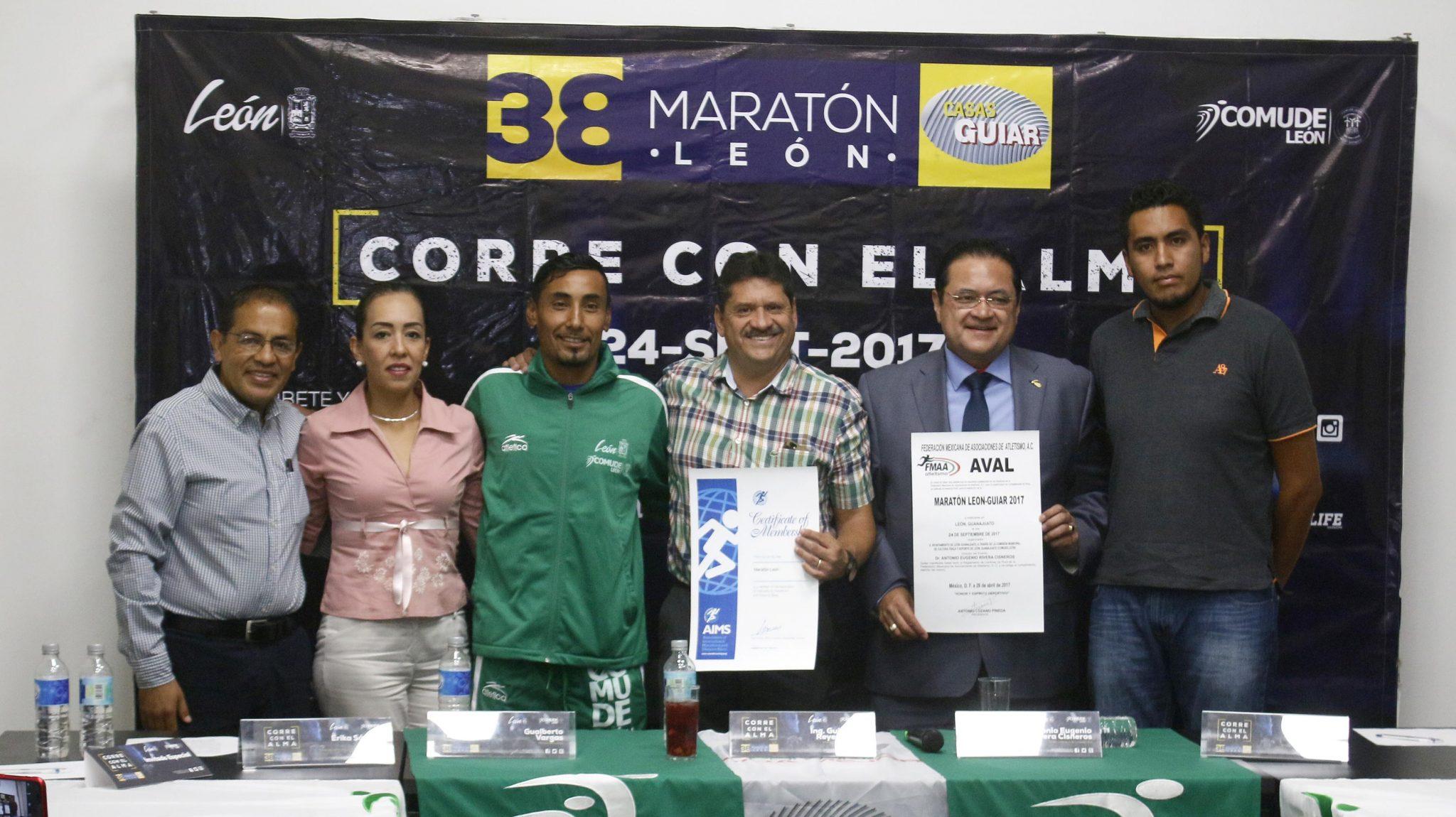 Presenta Comude León avales de FMAA y AIMS