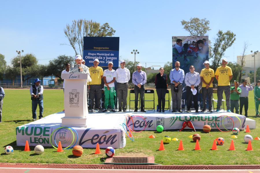 Inaugura alcalde Héctor López Santillana etapa municipal de Olimpiada y Juegos Escolares.