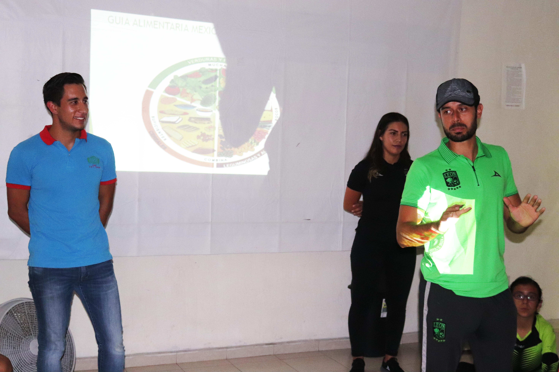 Club León imparte charla sobre nutrición a alumnos de Escuelas de Futbol de Comude