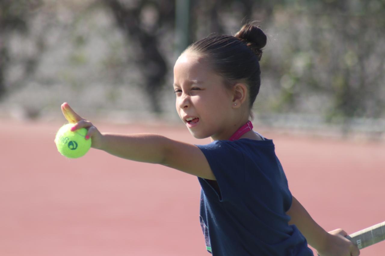 Disfrutan niños deporte y recreación en Campamento de Pascua