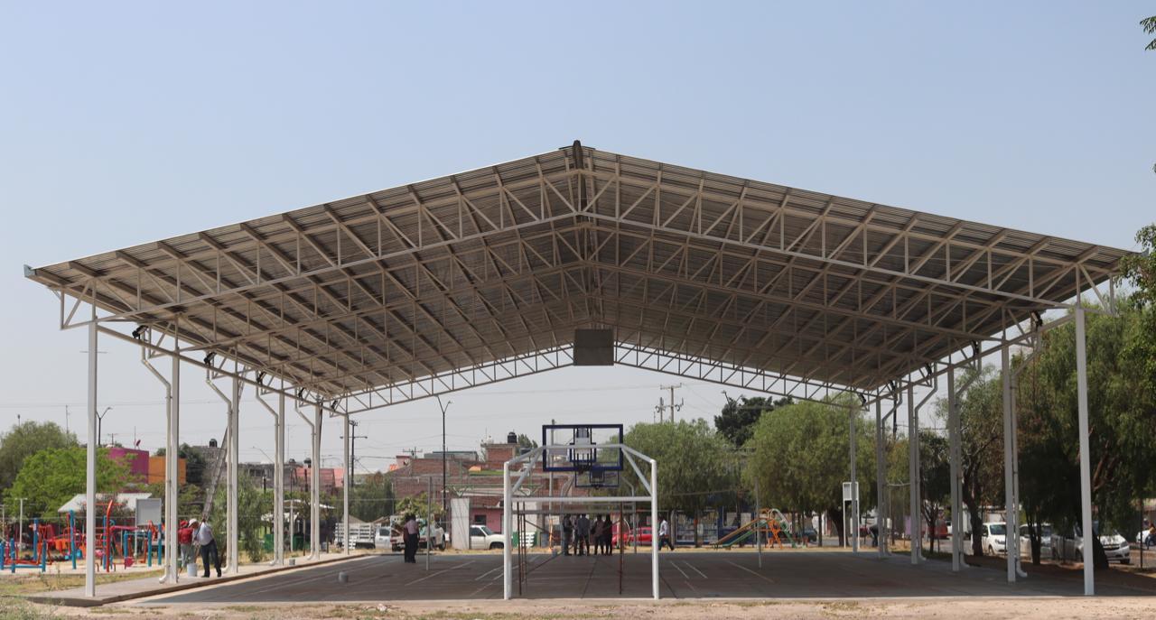 Entrega Obra Pública del Estado minideportiva Téllez Cruces a Comude León