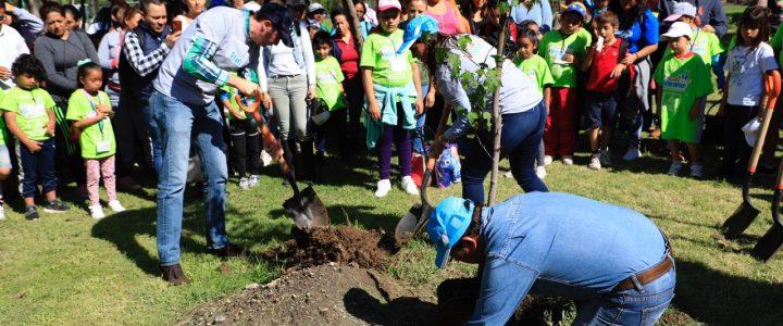 Inauguran Curso de Verano de Comude León con la Jornada Anual de Reforestación